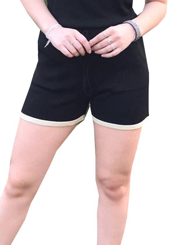 Short Feminino Pink Tricot De Tricô Modal Moletinho Comfy E Listras Na Barra Preto