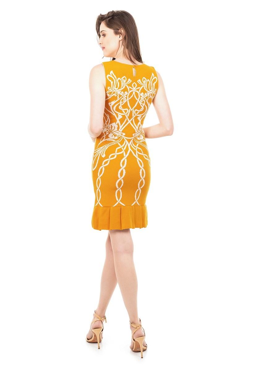 Vestido Curto de Tricot Modal Com Estampa Floral e Babado na Barra Feminino Mostarda com Branco