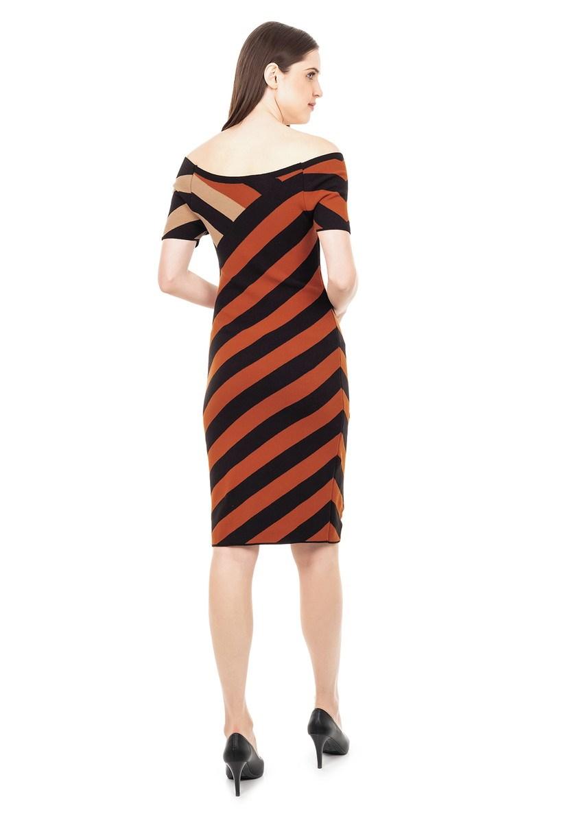 Vestido Curto de Tricot Modal Listrado Ombro a Ombro Feminino Preto com Ferrugem